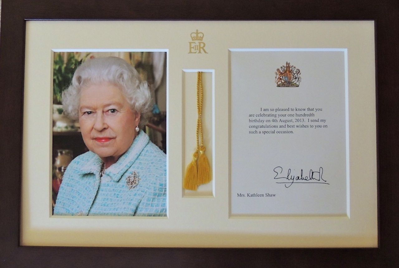 Wordless Wednesday The Queen Is Framed Anotherdayinparadise2s Blog